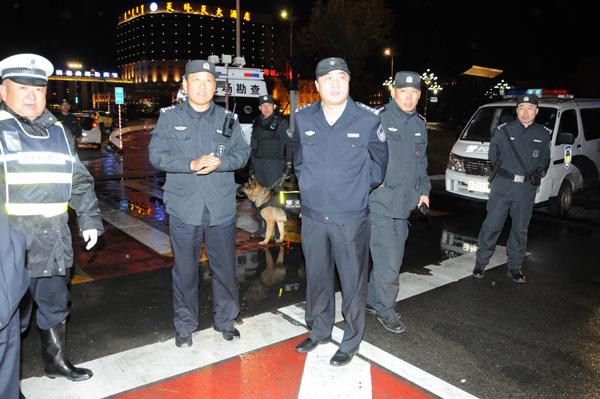 """包头市公安局领导督导检查2015年""""震慑七号""""行动"""
