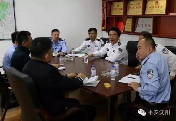 刘国秀副市长到我市主要商业街区和工人村派出所看望值班执勤民警检查国庆安全保卫工作