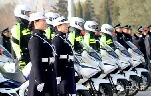 女子特勤大队百名女交警新装上阵再显巾帼风范