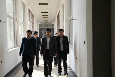 市民政局局长许明,副局长陆文生陪同钟建副市长视察
