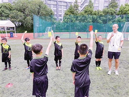 区校园足球联盟开办暑期学生裁判员培训班