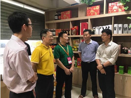 谢伟到沙河供销社龙口东市场调研指导工作