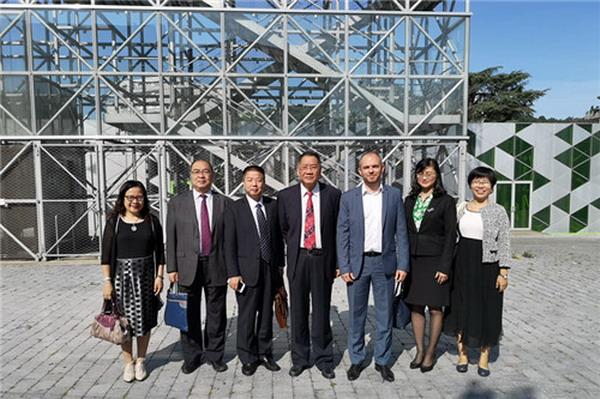 张建华副秘书长率广州市代表团一行访问法国