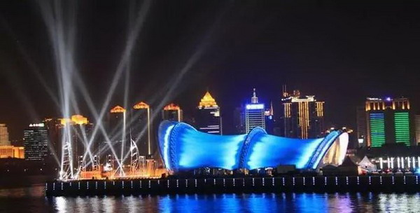 上合灯光秀,啤酒节,夜游三湾 青岛人开启夏季狂欢