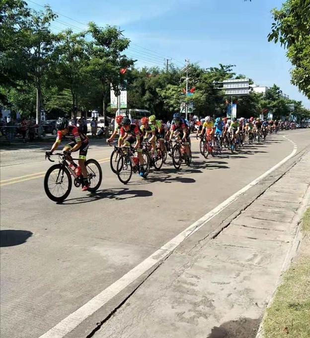 2018年环岛自行车赛车队安全顺利经过 - 海南新闻- 大